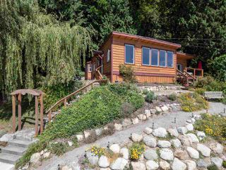 "Photo 3: 1968 OCEAN BEACH Esplanade in Gibsons: Gibsons & Area House for sale in ""BONNIEBROOK BEACH"" (Sunshine Coast)  : MLS®# R2480476"