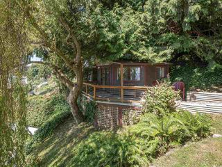 "Photo 18: 1968 OCEAN BEACH Esplanade in Gibsons: Gibsons & Area House for sale in ""BONNIEBROOK BEACH"" (Sunshine Coast)  : MLS®# R2480476"