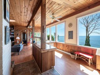 "Photo 11: 1968 OCEAN BEACH Esplanade in Gibsons: Gibsons & Area House for sale in ""BONNIEBROOK BEACH"" (Sunshine Coast)  : MLS®# R2480476"