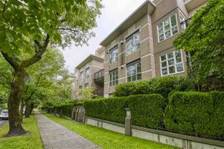 "Photo 2: 404 2161 W 12TH Avenue in Vancouver: Kitsilano Condo for sale in ""THE CARLINGS"" (Vancouver West)  : MLS®# R2502485"