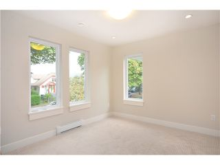 Photo 13: 528 E 10TH AV in Vancouver: Mount Pleasant VE House 1/2 Duplex for sale (Vancouver East)  : MLS®# V1024473
