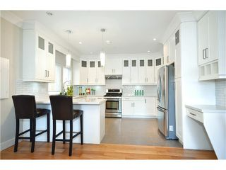 Photo 5: 528 E 10TH AV in Vancouver: Mount Pleasant VE House 1/2 Duplex for sale (Vancouver East)  : MLS®# V1024473