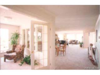 Photo 4: 202 940 Boulderwood Rise in VICTORIA: SE Broadmead Condo Apartment for sale (Saanich East)  : MLS®# 230012