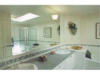 Photo 5: 202 940 Boulderwood Rise in VICTORIA: SE Broadmead Condo Apartment for sale (Saanich East)  : MLS®# 230012