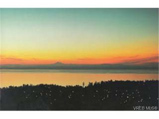 Photo 2: 202 940 Boulderwood Rise in VICTORIA: SE Broadmead Condo Apartment for sale (Saanich East)  : MLS®# 230012