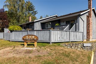 Photo 3: 19 4391 Torquay Dr in : SE Gordon Head Row/Townhouse for sale (Saanich East)  : MLS®# 854151