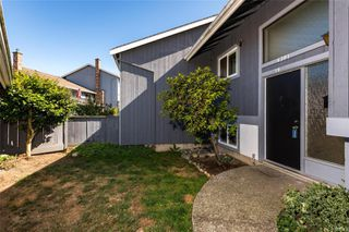 Photo 2: 19 4391 Torquay Dr in : SE Gordon Head Row/Townhouse for sale (Saanich East)  : MLS®# 854151