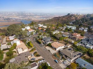 Photo 6: SOLANA BEACH House for sale : 3 bedrooms : 654 Glenmont
