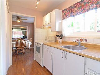 Photo 3: 561B Acland Ave in VICTORIA: Co Wishart North Half Duplex for sale (Colwood)  : MLS®# 642319