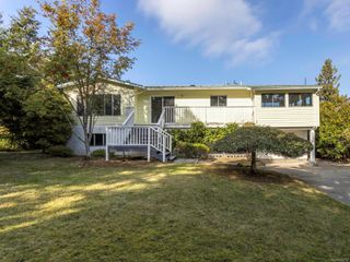 Photo 3: 2442 Tanner Rd in : CS Tanner House for sale (Central Saanich)  : MLS®# 858752