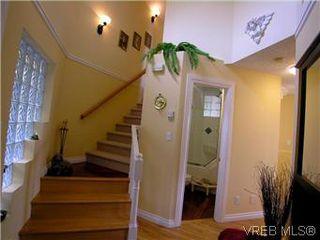 Photo 10: 2592 Empire St in VICTORIA: Vi Oaklands Half Duplex for sale (Victoria)  : MLS®# 571464
