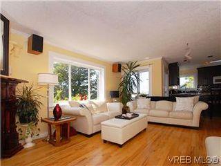 Photo 8: 2592 Empire St in VICTORIA: Vi Oaklands Half Duplex for sale (Victoria)  : MLS®# 571464