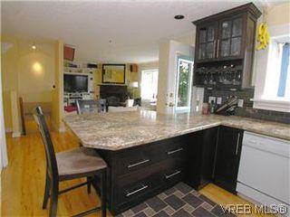 Photo 6: 2592 Empire St in VICTORIA: Vi Oaklands Half Duplex for sale (Victoria)  : MLS®# 571464