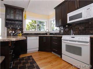 Photo 4: 2592 Empire St in VICTORIA: Vi Oaklands Half Duplex for sale (Victoria)  : MLS®# 571464