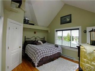 Photo 11: 2592 Empire St in VICTORIA: Vi Oaklands Half Duplex for sale (Victoria)  : MLS®# 571464