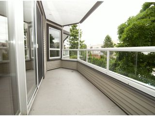 """Photo 8: 205 1840 E SOUTHMERE Crescent in White Rock: Sunnyside Park Surrey Condo for sale in """"Southmere Mews"""" (South Surrey White Rock)  : MLS®# F1320585"""