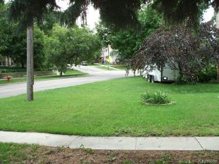 Photo 3: 261 Enfield Crescent in WINNIPEG: St Boniface Residential for sale (South East Winnipeg)  : MLS®# 1420965