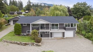 Photo 2: 2660 Northeast 25 Street in Salmon Arm: S. APPLEYARD House for sale (NE Salmon Arm)  : MLS®# 10165234