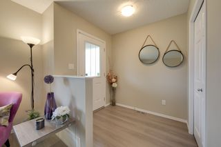Photo 2: 732 Secord Boulevard: Edmonton House for sale : MLS®# E4128935