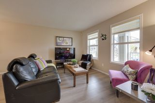 Photo 3: 732 Secord Boulevard: Edmonton House for sale : MLS®# E4128935
