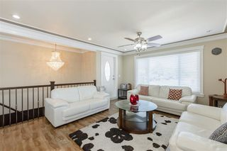 Photo 3: 7409 124 Street in Surrey: West Newton House for sale : MLS®# R2396946