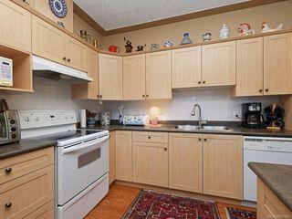 Photo 3: 1 3338 Whittier Ave in Saanich: SW Rudd Park Row/Townhouse for sale (Saanich West)  : MLS®# 841546