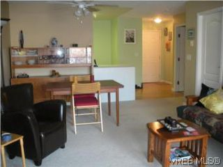 Photo 8: 211 1371 Hillside Ave in VICTORIA: Vi Oaklands Condo for sale (Victoria)  : MLS®# 530880