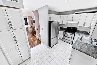 Photo 7: 32 80 Strathaven Drive in Mississauga: Hurontario Condo for sale : MLS®# W4567919