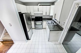 Photo 6: 32 80 Strathaven Drive in Mississauga: Hurontario Condo for sale : MLS®# W4567919