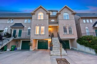 Photo 1: 32 80 Strathaven Drive in Mississauga: Hurontario Condo for sale : MLS®# W4567919