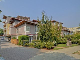 Main Photo: 205 1510 Hillside Avenue in VICTORIA: Vi Oaklands Condo Apartment for sale (Victoria)  : MLS®# 415890