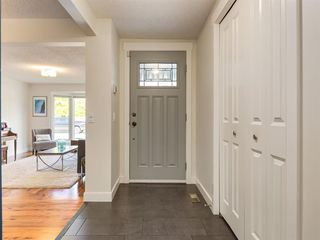 Photo 2: 519 PARKVALLEY Road SE in Calgary: Parkland Detached for sale : MLS®# A1031472