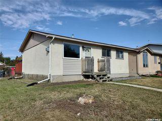 Photo 1: 202 Grant Street in Saskatoon: Forest Grove Residential for sale : MLS®# SK827961