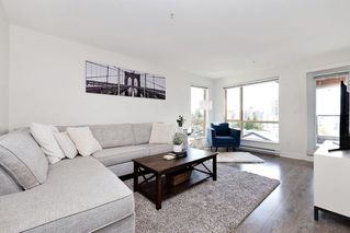 Photo 2: 402 500 ROYAL AVENUE in New Westminster: Downtown NW Condo for sale : MLS®# R2501724