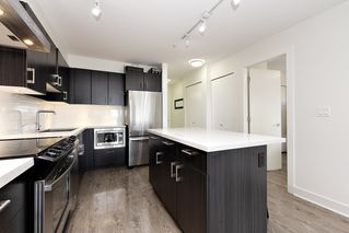 Photo 9: 402 500 ROYAL AVENUE in New Westminster: Downtown NW Condo for sale : MLS®# R2501724