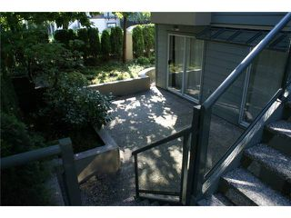 "Photo 2: 918 W 14TH Avenue in Vancouver: Fairview VW Townhouse for sale in ""Fairview Court"" (Vancouver West)  : MLS®# V964257"