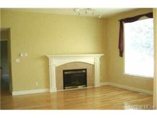 Photo 3: 2363 Selwyn Road in VICTORIA: La Thetis Heights Single Family Detached for sale (Langford)  : MLS®# 186898
