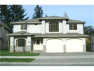Photo 1: 2363 Selwyn Road in VICTORIA: La Thetis Heights Single Family Detached for sale (Langford)  : MLS®# 186898