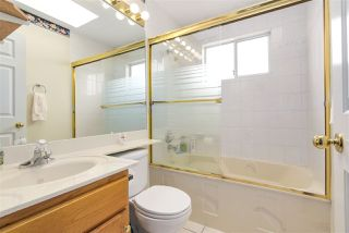 Photo 14: 362 E 56TH AVENUE in Vancouver: South Vancouver House for sale (Vancouver East)  : MLS®# R2220573