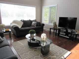 Photo 2: 1 Oakdale Place in St. Albert: House for rent
