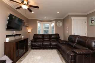 """Photo 3: 24 33313 GEORGE FERGUSON Way in Abbotsford: Central Abbotsford Townhouse for sale in """"Cedar Lane"""" : MLS®# R2389130"""