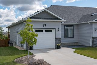 Photo 2: 39 Crystal Drive: Oakbank Single Family Attached for sale (R04)  : MLS®# 1925042