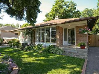 Photo 1: 1420 Buckby Road in Mississauga: Clarkson House (Backsplit 4) for sale : MLS®# W2689951