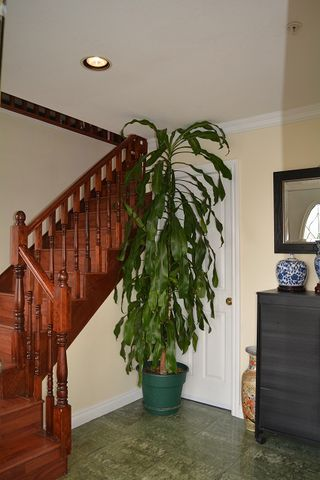 Photo 2: 4460 NANAIMO STREET in Vancouver: Collingwood VE House for sale (Vancouver East)  : MLS®# R2030421