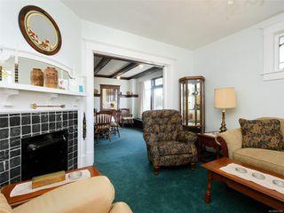 Photo 2: 2609 Foul Bay Rd in : OB Henderson House for sale (Oak Bay)  : MLS®# 851747