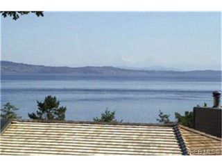 Photo 2: 2803 Arbutus Road in VICTORIA: SE Ten Mile Point Single Family Detached for sale (Saanich East)  : MLS®# 222158