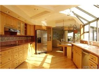 Photo 5: 2803 Arbutus Road in VICTORIA: SE Ten Mile Point Single Family Detached for sale (Saanich East)  : MLS®# 222158