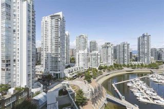 "Photo 9: 1601 1228 MARINASIDE Crescent in Vancouver: Yaletown Condo for sale in ""CRESTMARK II"" (Vancouver West)  : MLS®# R2390901"