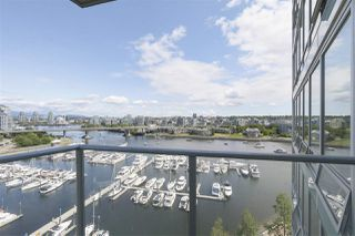 "Photo 7: 1601 1228 MARINASIDE Crescent in Vancouver: Yaletown Condo for sale in ""CRESTMARK II"" (Vancouver West)  : MLS®# R2390901"
