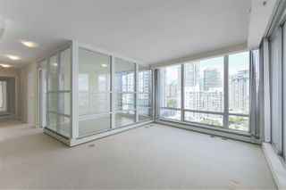"Photo 4: 1601 1228 MARINASIDE Crescent in Vancouver: Yaletown Condo for sale in ""CRESTMARK II"" (Vancouver West)  : MLS®# R2390901"